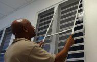 نصب توری پنجره و رهایی از حشرات مزاحم