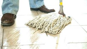 خدمات نظافت ساختمان در پارکینگ و حیاط