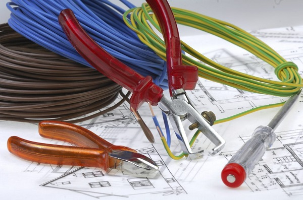 برق کشی ساختمان و انواع خرده کاری برق