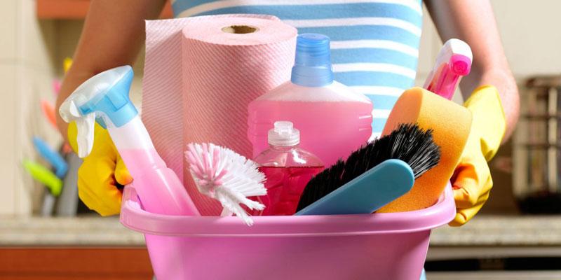 Photo of نظافت منزل توسط خانم جوان