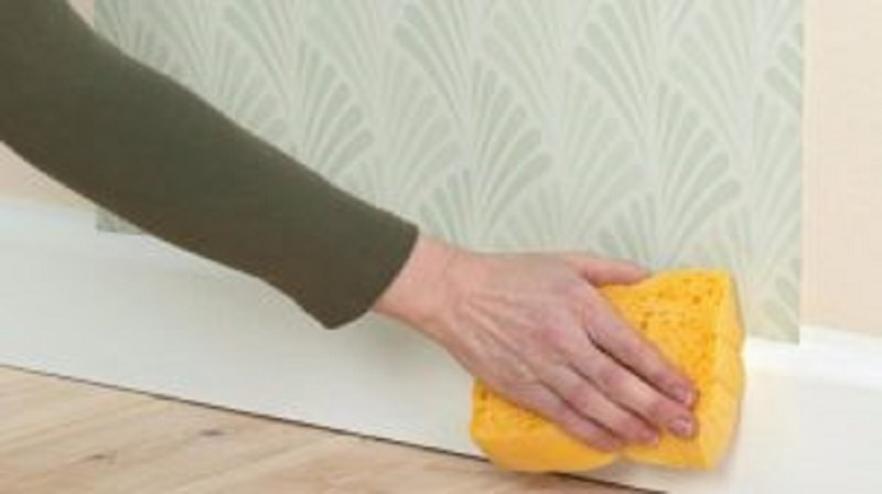 Cleaning the wallpaper