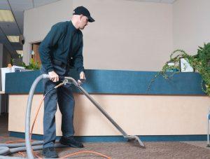 کارگر خدماتی نظافتی