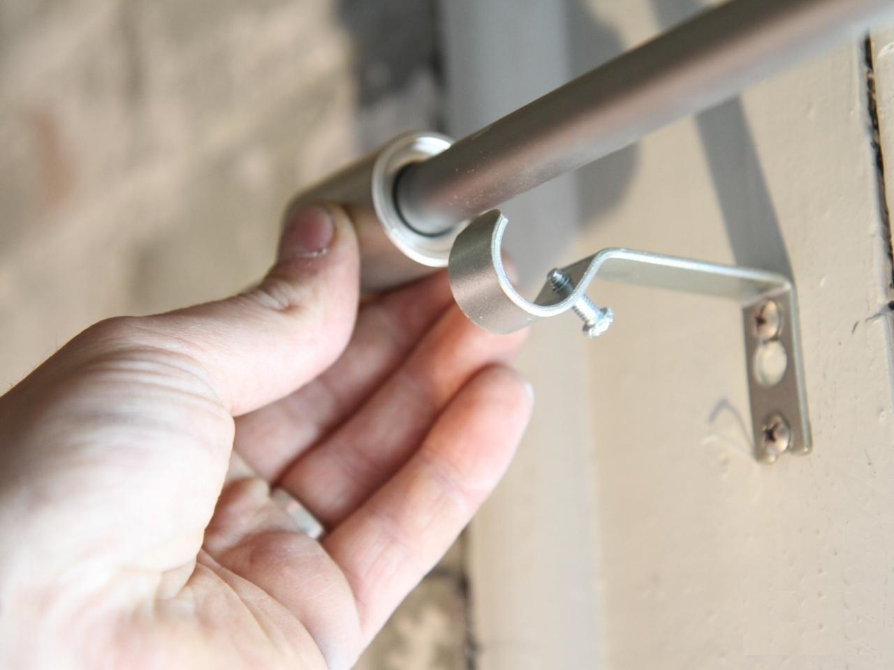 install-a-curtain-rod