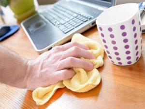 ضدعفونی کردن مانیتور، موس، صفحهکلید و گوشی تلفن ازجمله موارد در نظافت اداره میباشد.