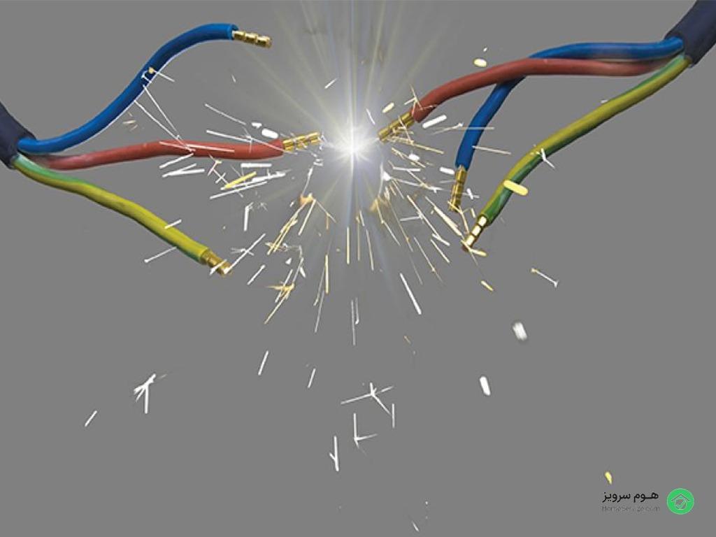 فرسوده بودن سیم برق یا اتصالی می تواند موجب کم سو شدن نور لامپ ها شود.