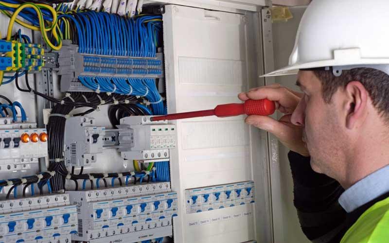 Photo of رفع اتصالی برق ساختمان در ۱۰ دقیقه
