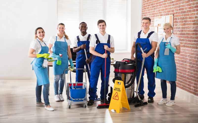 زمان نظافت محل کار