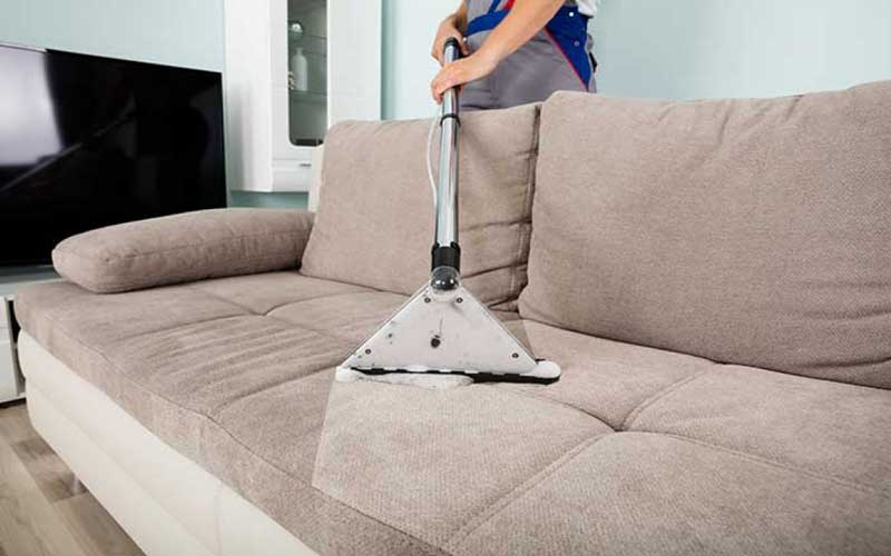 چگونه با مواد شوینده مبل خانگی لکه های رویه مبلمان را تمیز کنیم؟