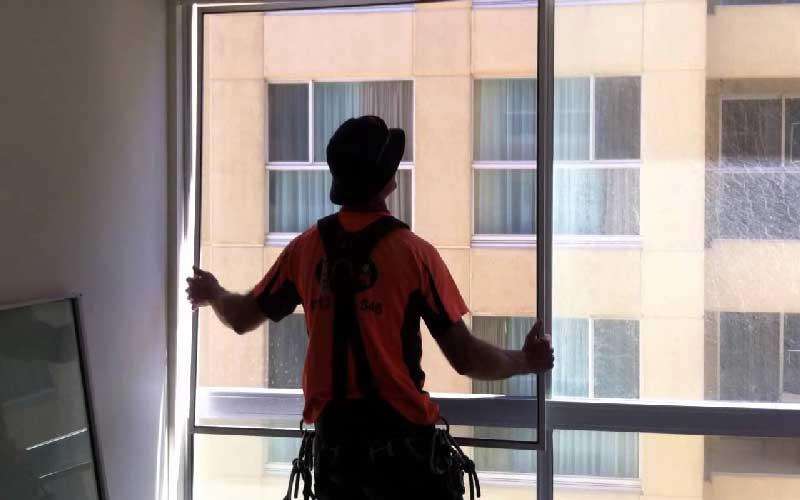چگونه توری پنجره آلومینیومی را تمیز کنیم؟