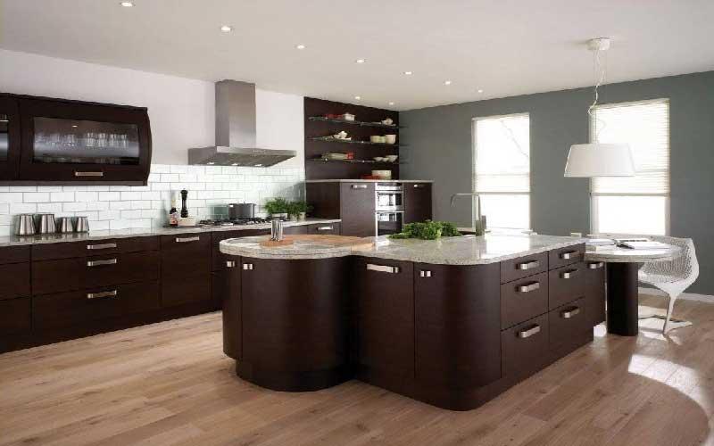 طراحی آشپزخانه سفید قهوه ای