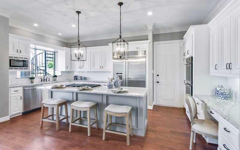 کابینت آشپزخانه سفید لاکچری