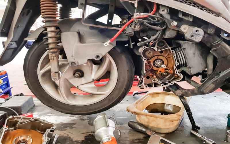 تعویض فیلتر روغن موتورسیکلت