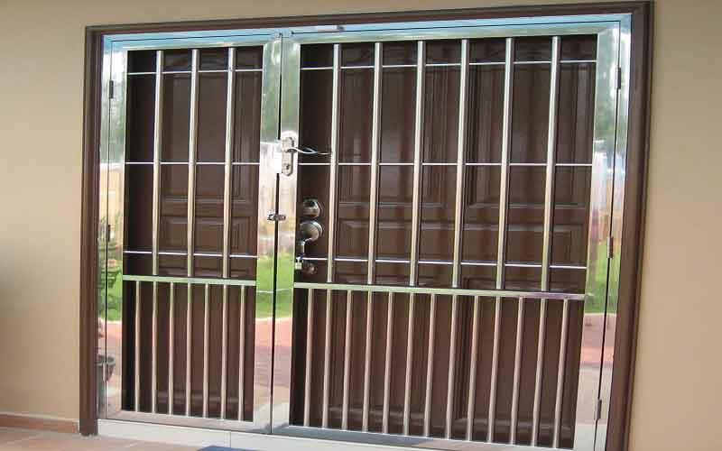 چگونه رنگ محافظ درب آپارتمان را انتخاب کنیم؟