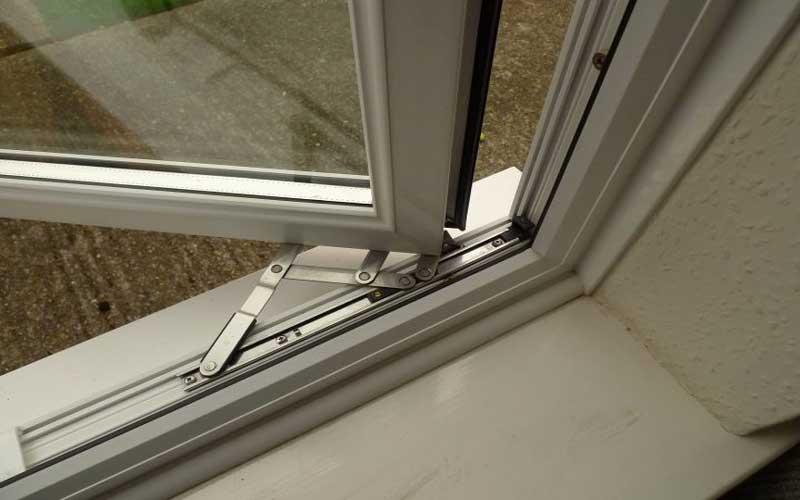 نحوه رگلاژ پنجره دو جداره
