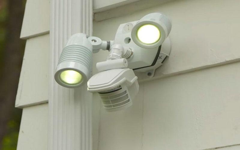 قیمت نصب لامپ سنسور دار