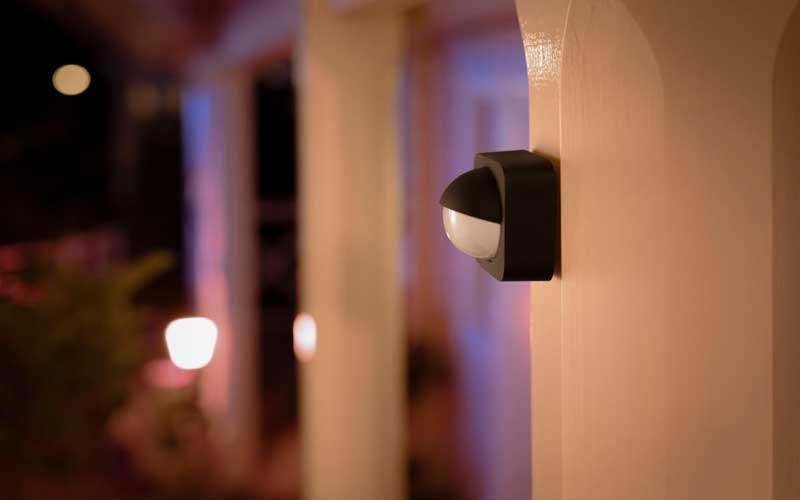 Photo of مزایای نصب لامپ سنسور دار در ساختمان چیست؟