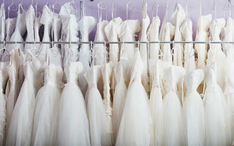 قیمت خشکشویی لباس عروس