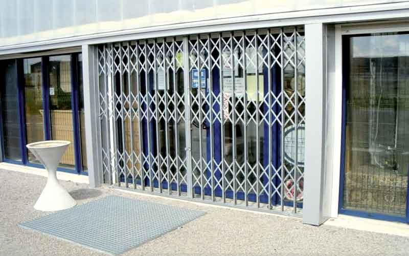هزینه تعمیر حفاظ درب فلزی
