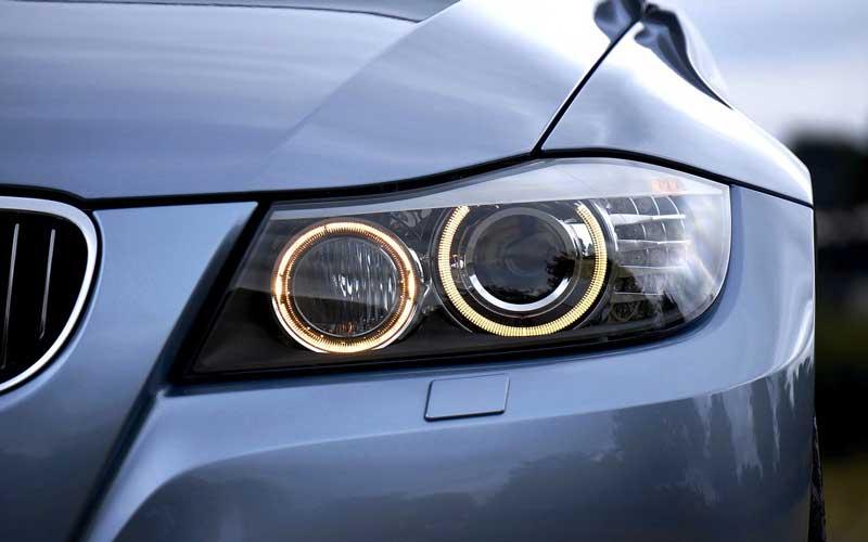 تعویض لامپ چراغ ماشین