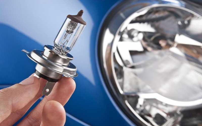 تعویض لامپ چراغ خودرو