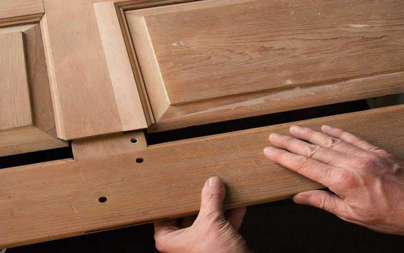 ساخت و تعمیر درب چوبی