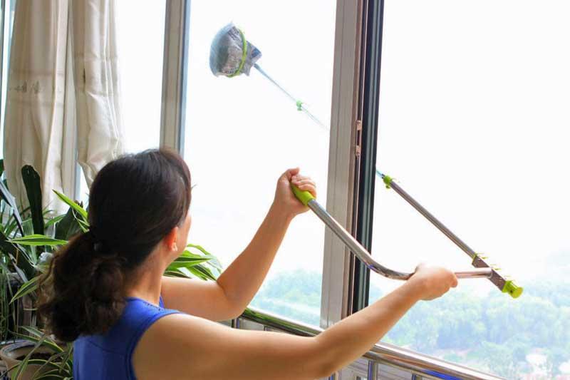 مراحل تمیز کردن پنجره کشویی