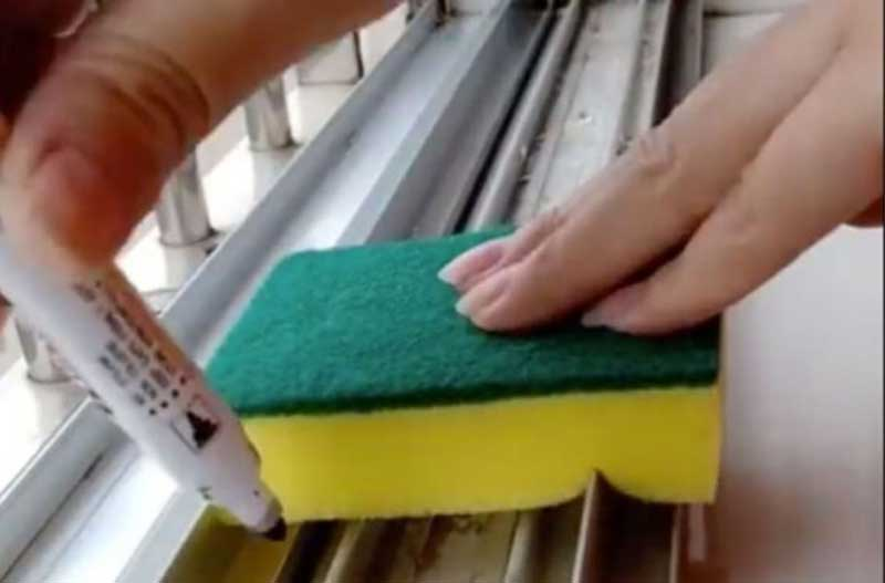 روش تمیز کردن پنجره کشویی