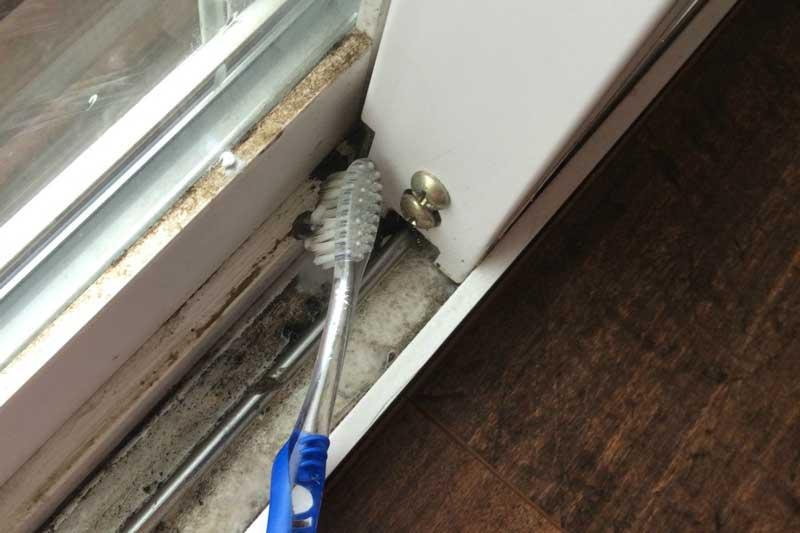 آموزش تمیز کردن پنجره کشویی