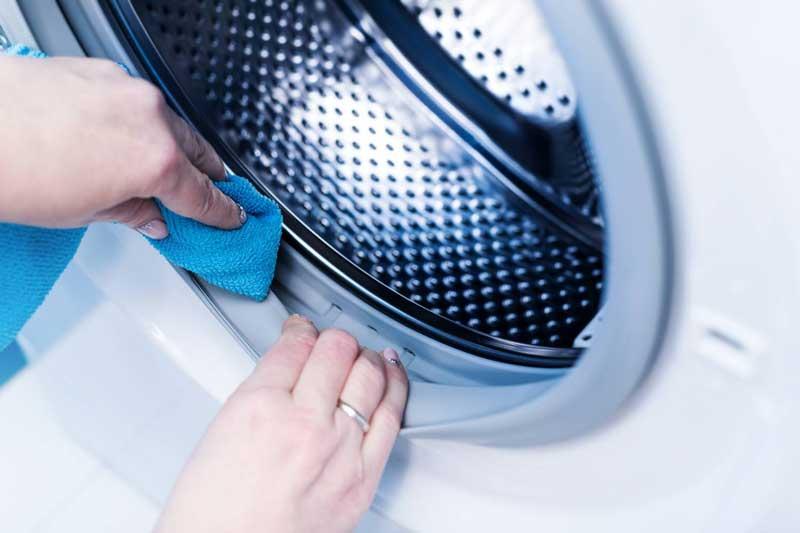 رفع بوی بد لباس ها در لباسشویی