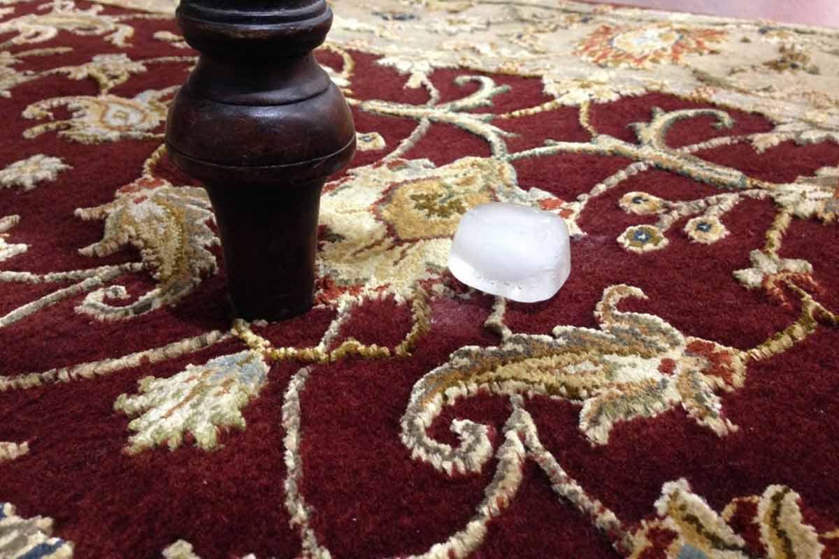 رفع کوبیدگی فرش با یخ